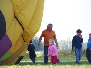 für Kinder ist ein Heißluftballon faszinierend